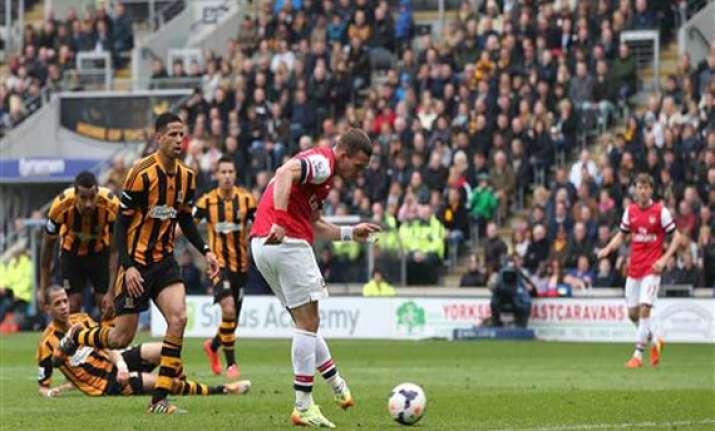 arsenal beats hull 3 0 in premier league