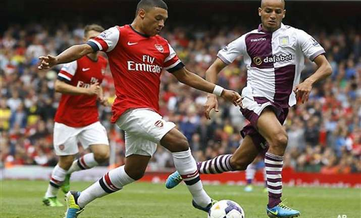 arsenal s oxlade chamberlain out for 6 weeks