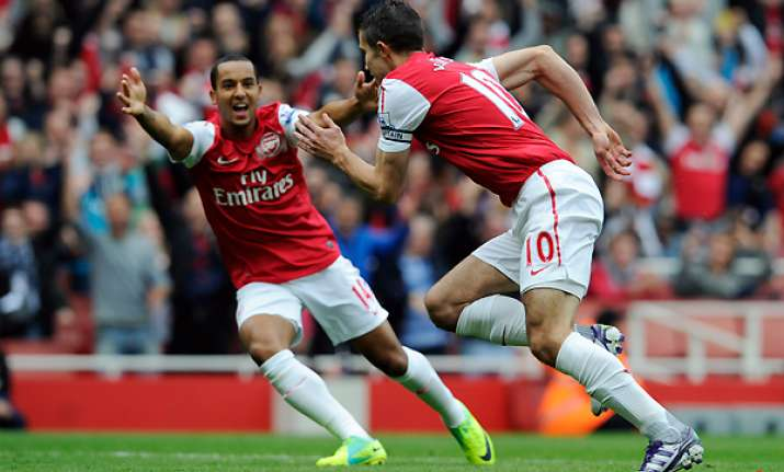arsenal sets sights on lead in champions league