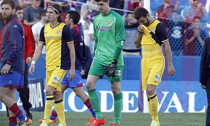 atletico madrid s loss at levante tightens spanish league