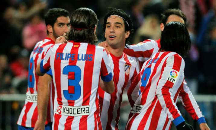 atletico wins 1 0 at granada to stay in 2nd place