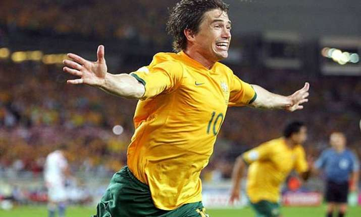 australian footballer harry kewell to announce retirement.