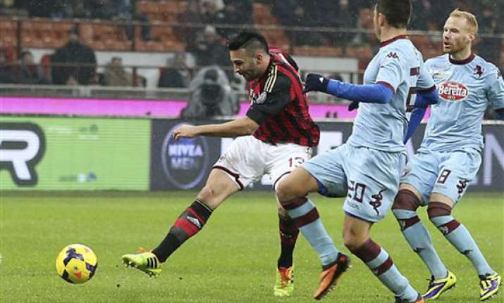 balotelli s late goal secures 1 0 milan win
