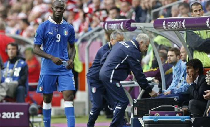 balotelli loses his place in italy s lineup