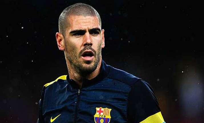 barcelona s injured goalkeeper valdes to have surgery on