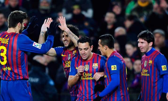 barcelona beats valencia to advance to copa final