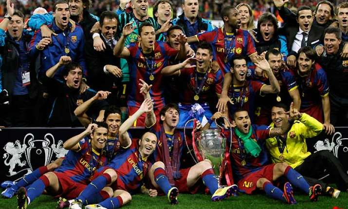 barcelona lifts european cup crushes man utd 3 1