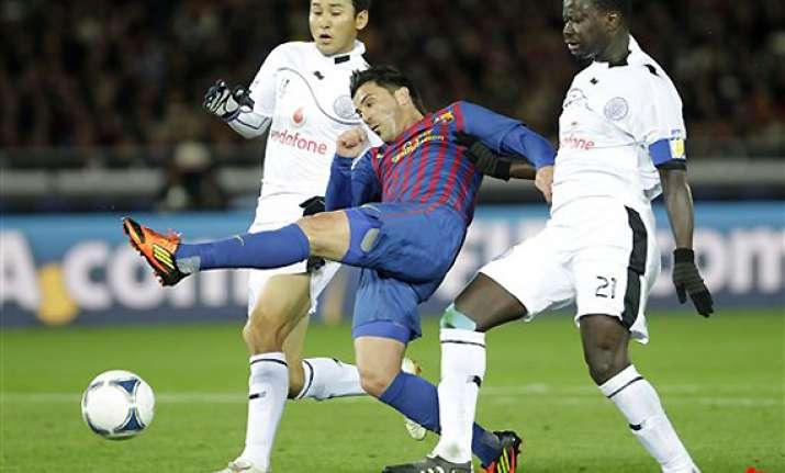 barcelona striker david villa breaks left leg