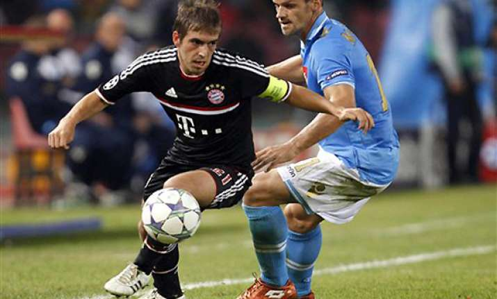 bayern munich leads group after 1 1 draw with napoli