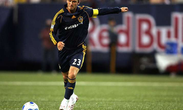 beckham signs new 2 year deal with la galaxy