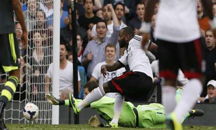 bent stuns manchester united by giving fulham 2 2 draw