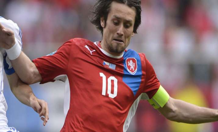 czech captain tomas rosicky resumes training