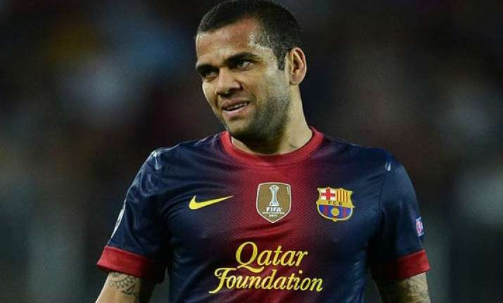 dani alves discussing barcelona future with coach
