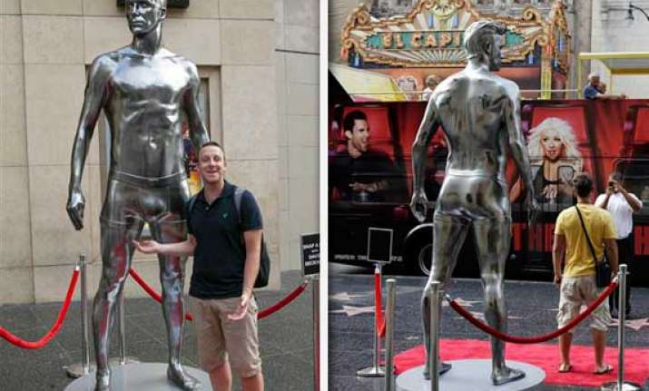 David Beckhams Nearly Nude Statue Unveiled In Ny  Soccer -4998