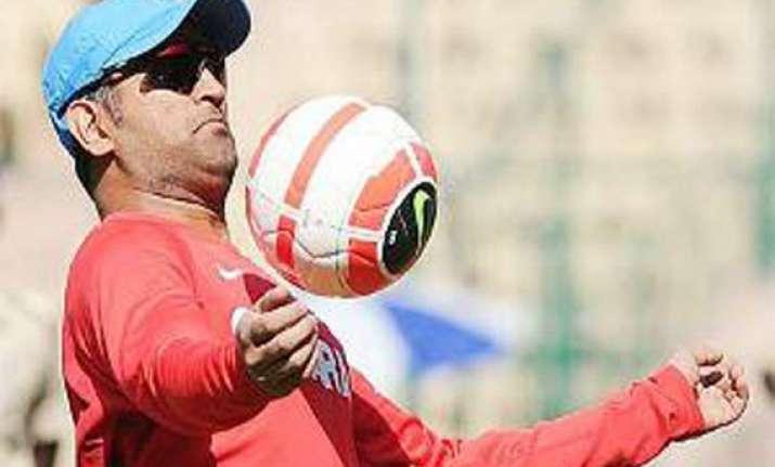 dhoni to promote english premier league in india