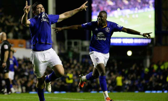 donovan stars in everton s fa cup win over fulham