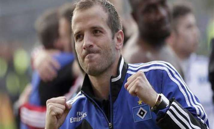 dutch midfielder van der vaart out of world cup