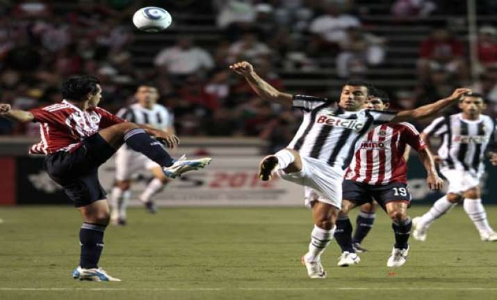 early goal lifts juventus past chivas 1 0