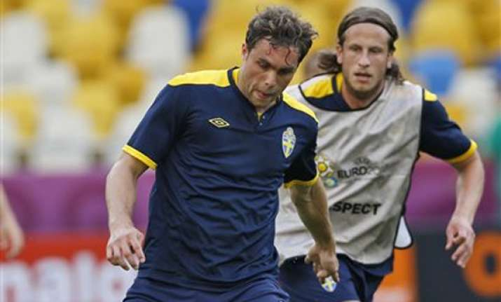 elmander to start for sweden against england