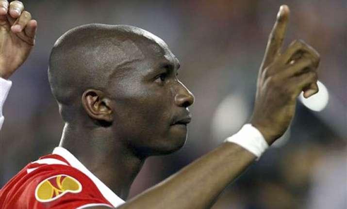 europa league sevilla s late goal beat valencia for a place