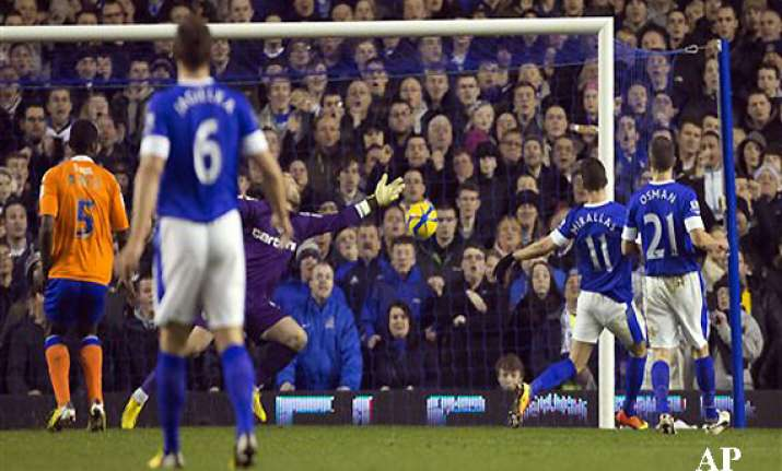 everton beats oldham 3 1 to reach fa cup quarters