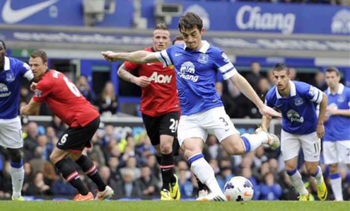 everton overwhelms man united in 2 0 win
