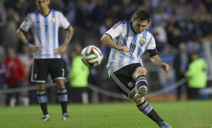 fifa world cup alvarez messi score as argentina beats