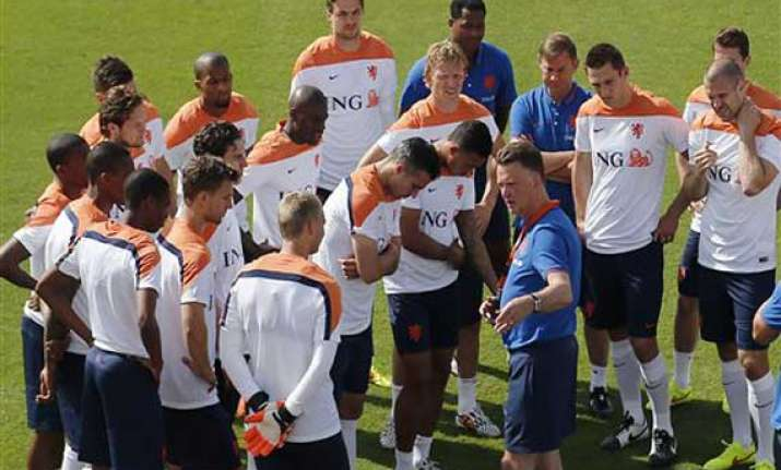 fifa world cup dutch drop attacking system to counter spain