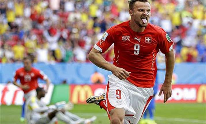 fifa world cup switzerland snatch win in dying minutes from