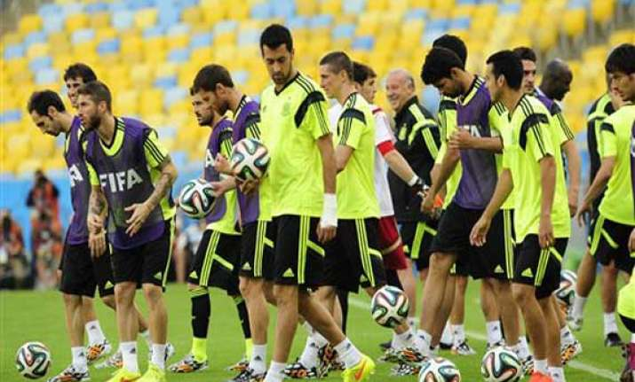 fifa world cup spain hopes to reverse luck against chile