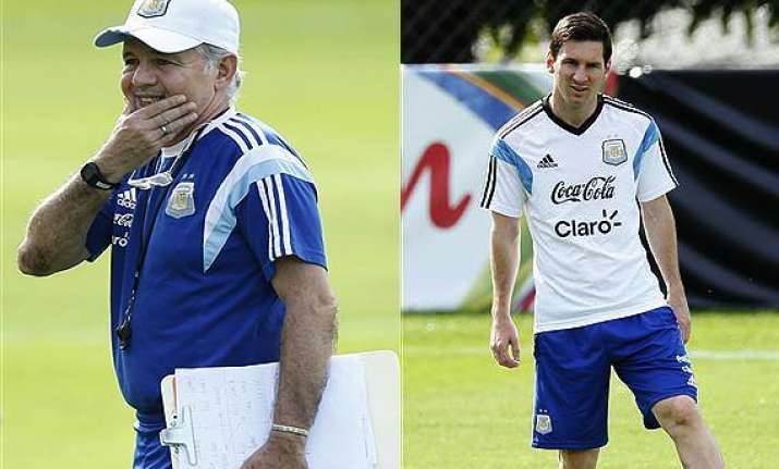 fifa world cup argentina coach denies rift with messi