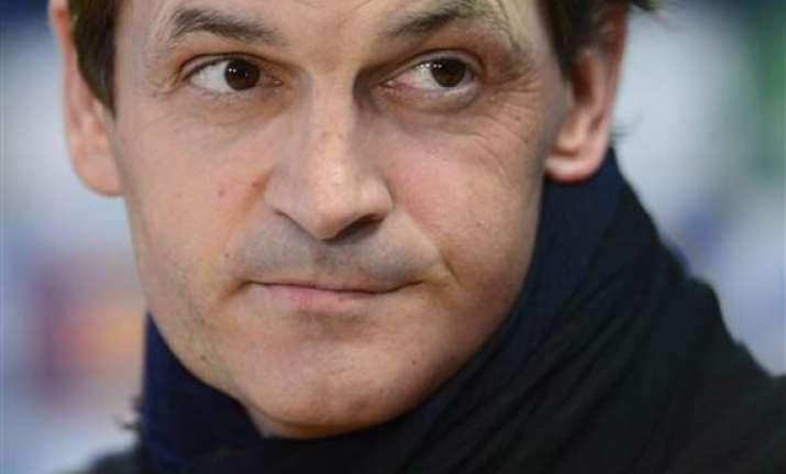 former barcelona coach vilanova dies at 45