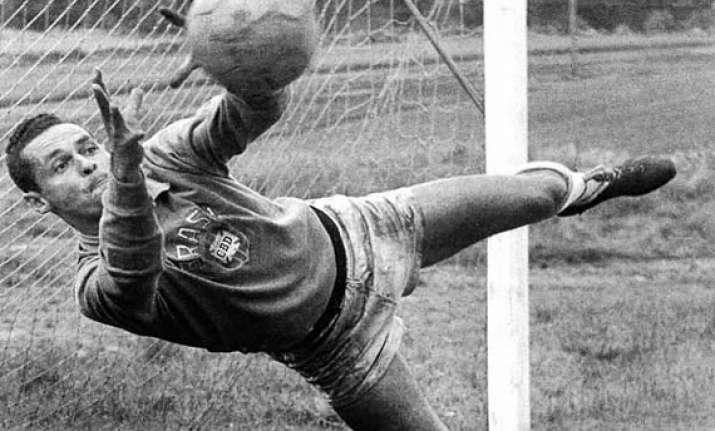 former brazil goalkeeper neves dies at 83