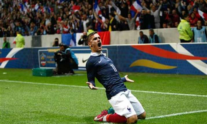 france held to 1 1 draw after paraguay s late goal
