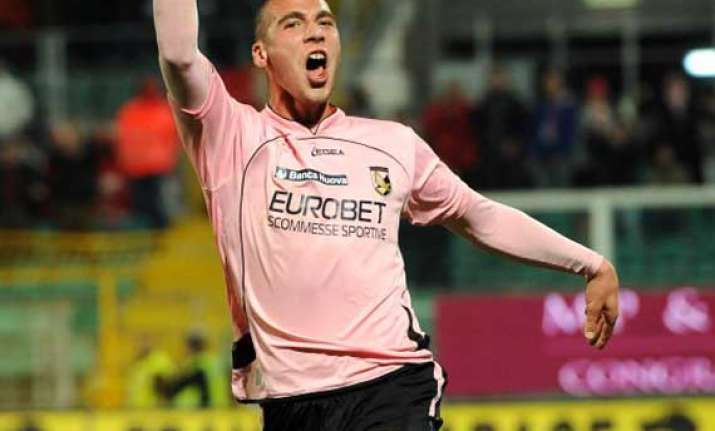 fulham signs swiss midfielder pajtim kasami