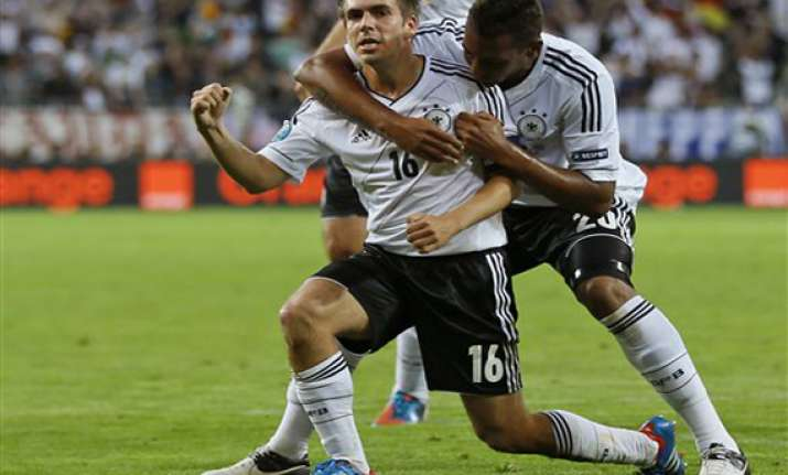 germany beats greece 4 2 to reach semifinals