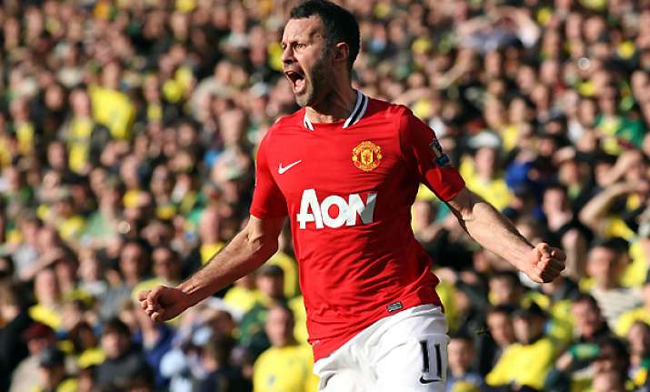 giggs grabs late winner for united at norwich