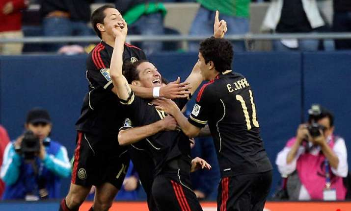 guardado scores twice as mexico cruises to 4 1 win