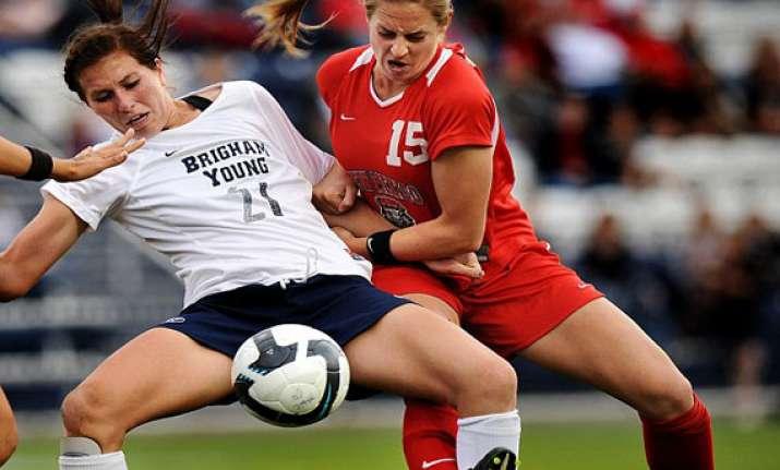 hair pulling female soccer player elizabeth lambert
