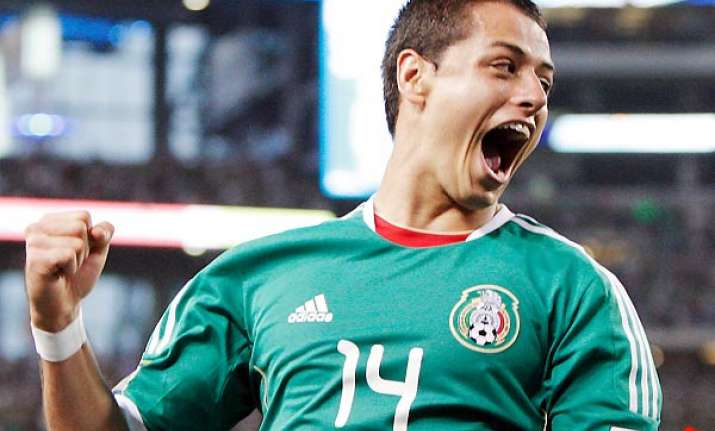 hernandez hat trick lifts mexico over el salvador