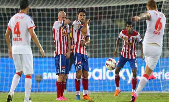 isl injury time goal gives delhi 1 0 win over kolkata