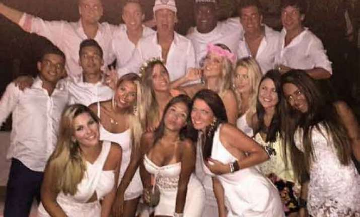 neymar ends a great year at nightclub on brazilian beach