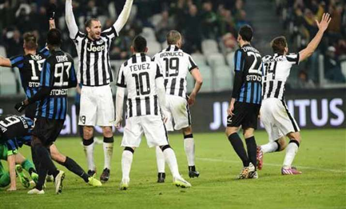 juventus beats atalanta 2 1 extends lead to 10 points