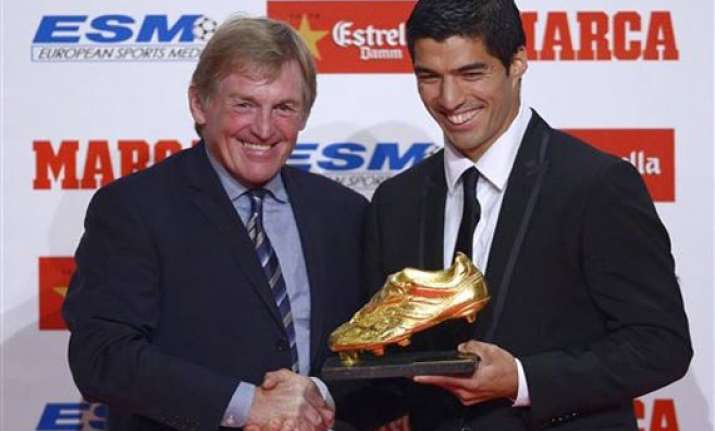 suarez receives golden boot eyes barcelona debut