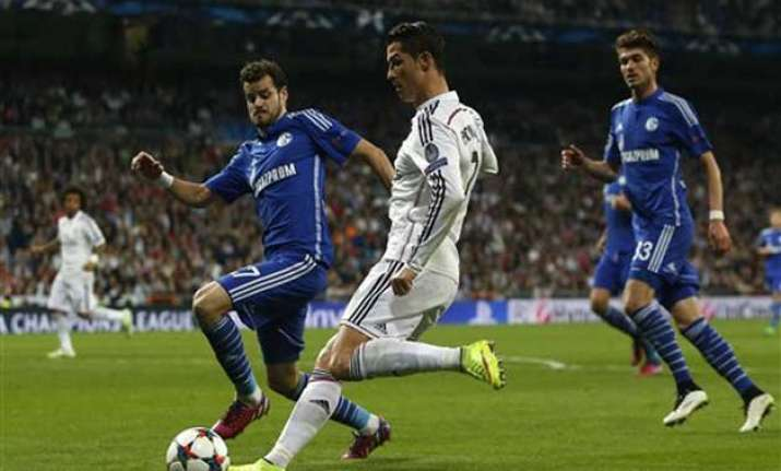 real madrid loses 4 3 to schalke but advances in champions