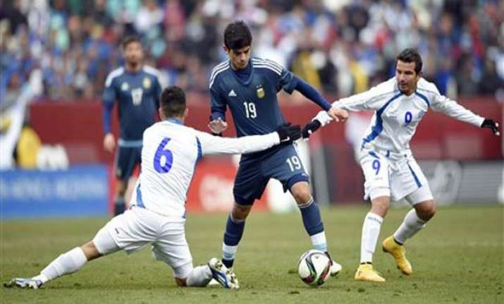 argentina without messi beats el salvador 2 0