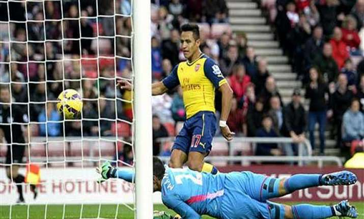 epl arsenal beats sunderland 2 0 with sanchez brace