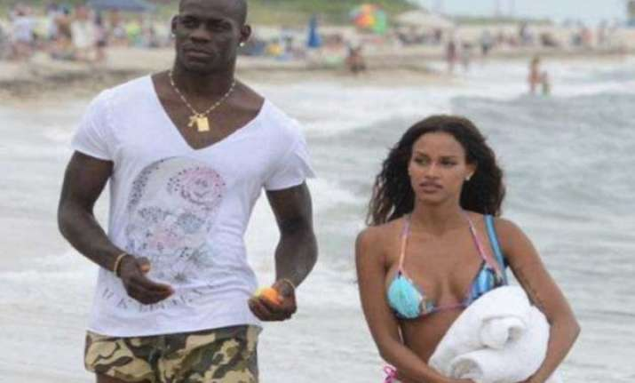 balotelli objects to sexy pose gf fanny dumps him