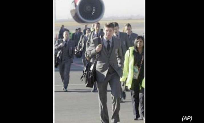 england squad arrives in south africa for world cup