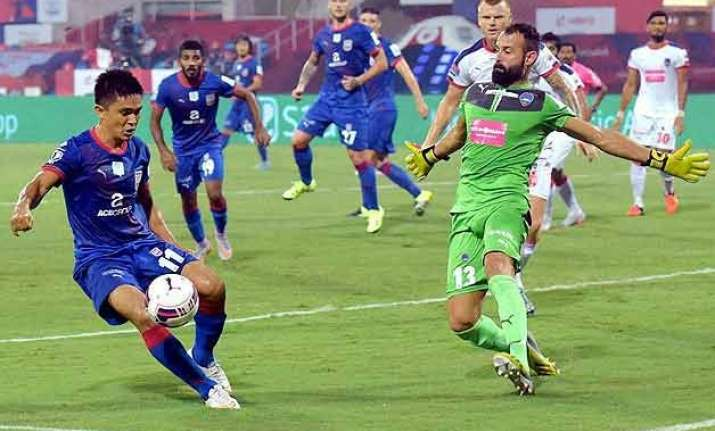 isl sunil chhetri scores twice as mumbai outclass dynamos